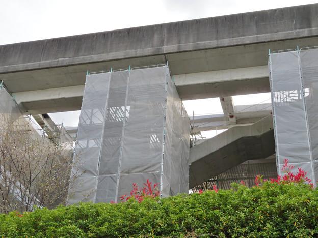 解体工事中の桃花台線桃花台東駅(2020年4月11日) - 10