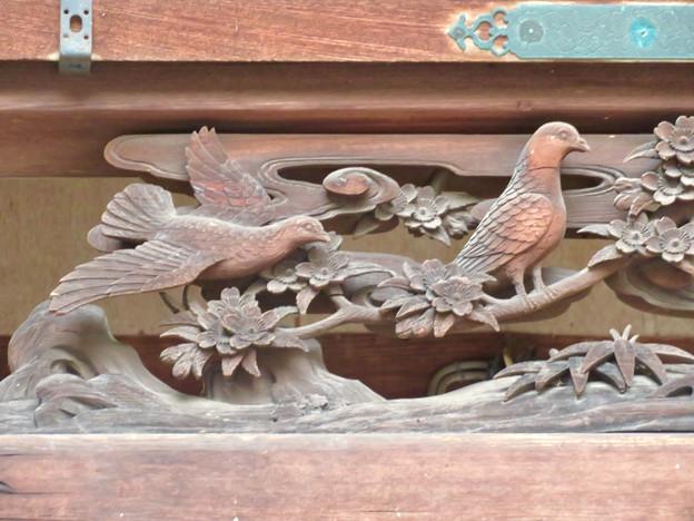 伊多波刀神社 - 19:本堂の鳩が彫られた欄間