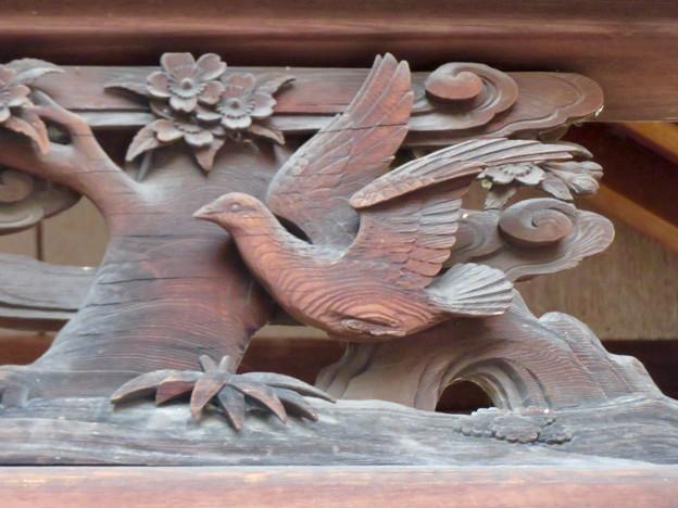 伊多波刀神社 - 20:本堂の鳩が彫られた欄間
