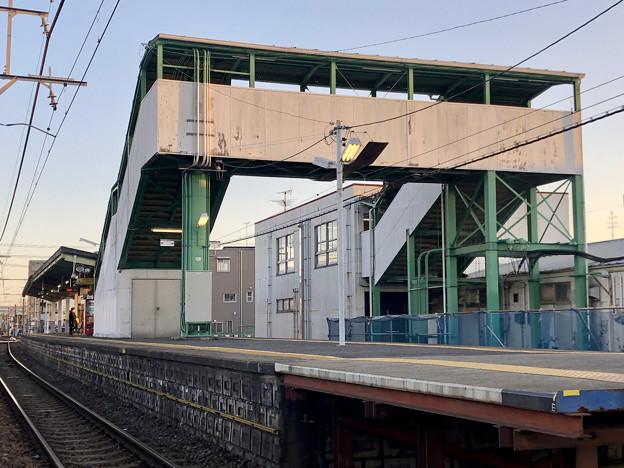 Photos: 踏切地点から見た味美駅 - 4