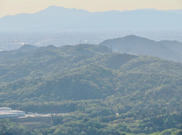 弥勒山 山頂展望台から見た景色 - 17:伊吹山と本宮山、尾張白山