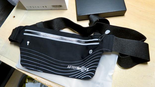 骨伝導ワイヤレスヘッドホン「AfterShokz Aeropex」 - 5:おまけ?のバッグ