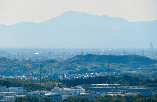 西高森山展望台から見た景色 - 6:伊吹山とツインアーチ138
