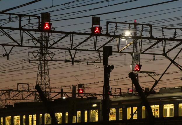 Photos: 夕暮れ時の神領車両区 - 3
