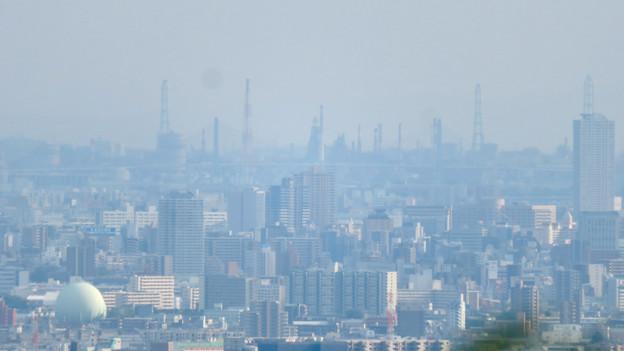 尾張白山社から見た景色 - 5:名古屋港の巨大建造物