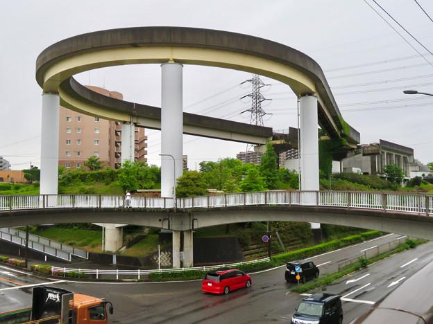 解体工事中の桃花台線桃花台東駅(2020年5月16日)とループ