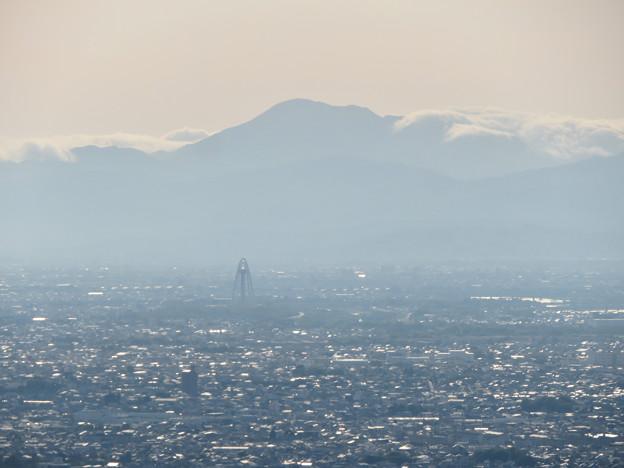 本宮山頂上から見える景色 - 3:伊吹山とツインアーチ138
