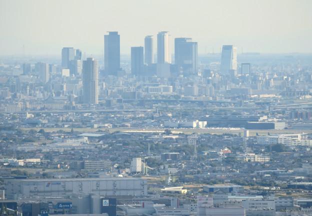 本宮山頂上から見える景色 - 5:名駅ビル群と県営名古屋空港