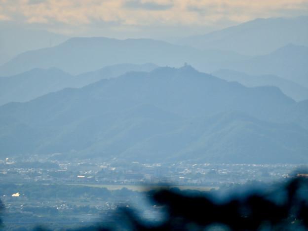 本宮山頂上手前の展望スペースから見た景色 - 9:金華山と岐阜城