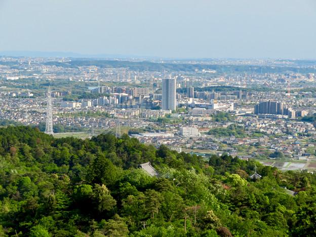 本宮山頂上手前の雨宮社から見た景色 - 4:桃花台ニュータウン