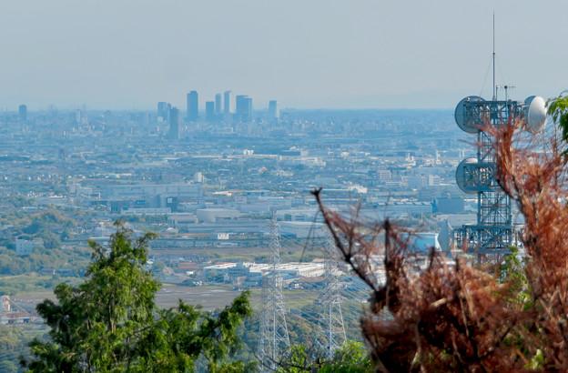 本宮山頂上手前の雨宮社から見た景色 - 17:名駅ビル群