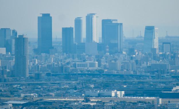 本宮山頂上手前の雨宮社から見た景色 - 18:名駅ビル群と県営名古屋句稿