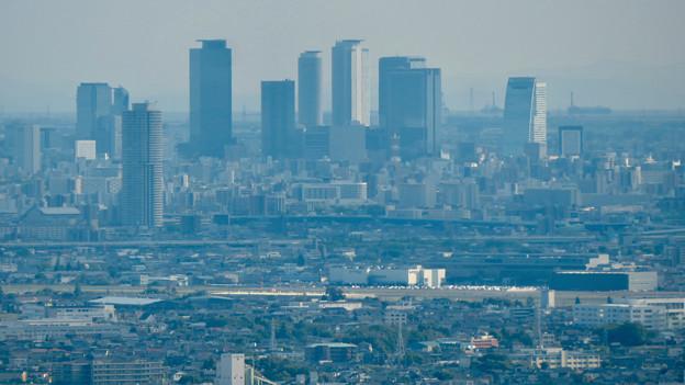 本宮山頂上手前の雨宮社から見た景色 - 19:名駅ビル群と県営名古屋句稿
