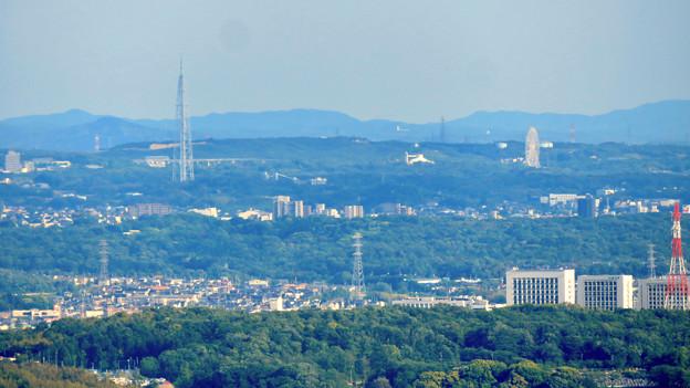 本宮山頂上手前の雨宮社から見た景色 - 22:瀬戸デジタルタワーと愛・地球博記念公園
