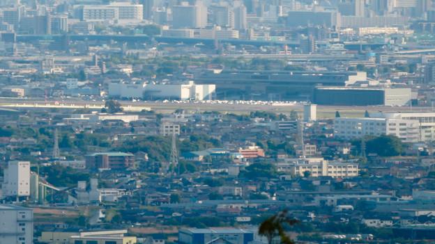 本宮山頂上手前の雨宮社から見た景色 - 29:県営名古屋空港