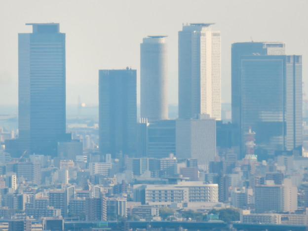 本宮山頂上手前の雨宮社から見た景色 - 33:名駅ビル群