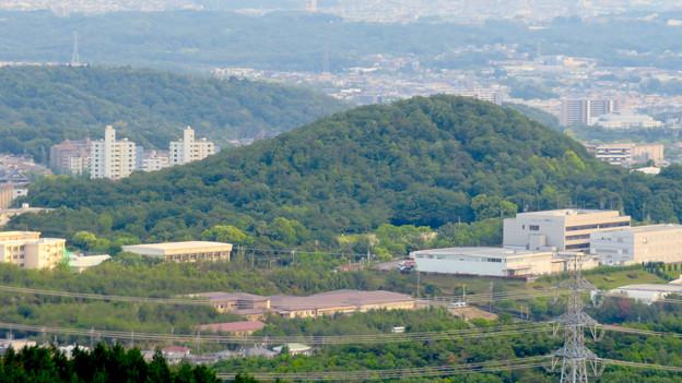 弥勒山の展望の良い休憩所から見た高森山 - 2