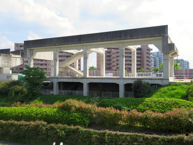 Photos: 骨組みだけになっていた解体工事中の桃花台線桃花台東駅(2020年5月23日) - 1