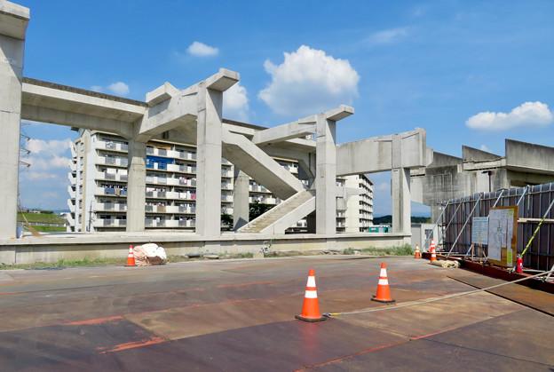 Photos: 骨組みだけになっていた解体工事中の桃花台線桃花台東駅(2020年5月23日) - 10