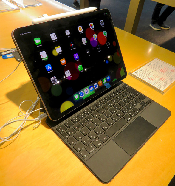 IPad Pro 2020装着中のMagic Keyboard No - 5