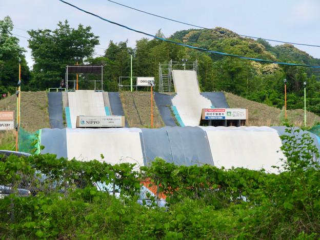 国道19号沿いにあるスキー・スノーボードジャンプ練習施設「愛知クエスト」 - 1