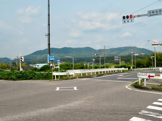 国道19号の中新田西交差点から見た春日井三山