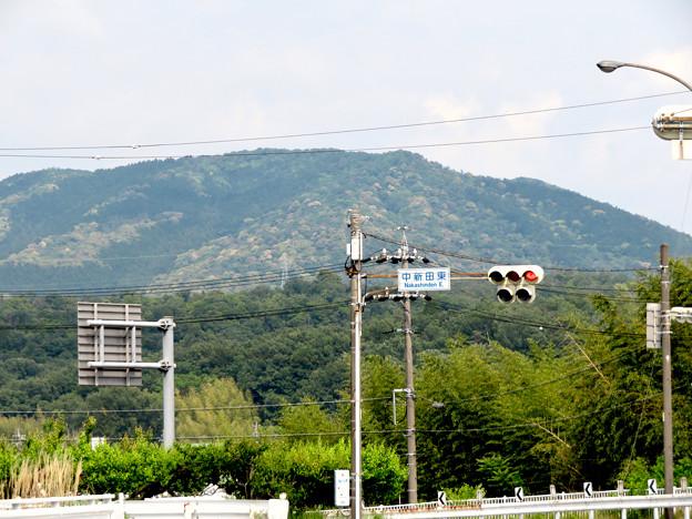 国道19号の中新田西交差点から見た大谷山