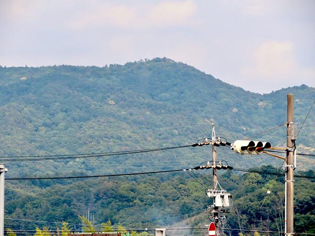 国道19号の中新田西交差点から見た弥勒山