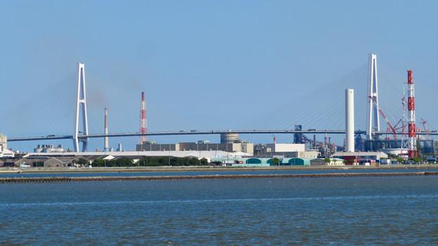 藤前活動センター前から見た名港トリトン:名港中央大橋