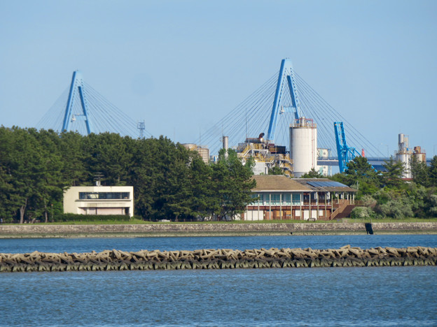 藤前活動センター前から見た名港トリトン:名港東大橋