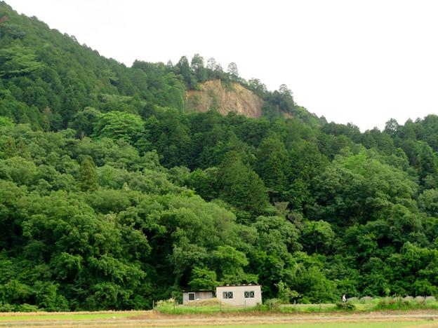 北側から見た本宮山 - 4:崖の部分