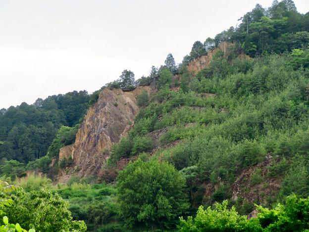 北側から見た本宮山 - 5:崖の部分