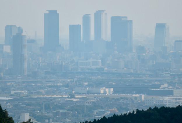 尾張富士山頂から見た景色 - 15:名駅ビル群と県営名古屋空港