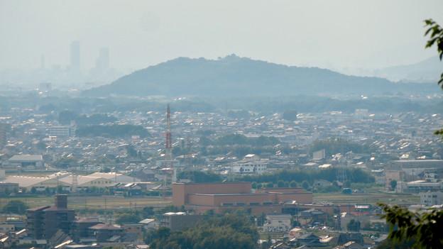 尾張富士中伏から見た景色 - 2:遠くに岐阜駅の高層ビル群