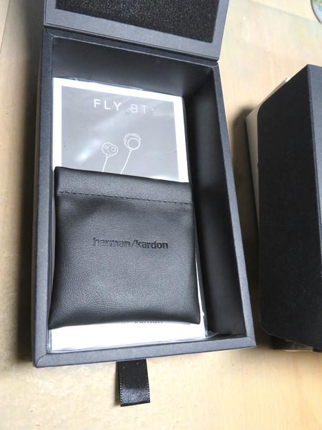 Harman KardonのBluetoothイヤホン「FLY BT」 - 4:付属品