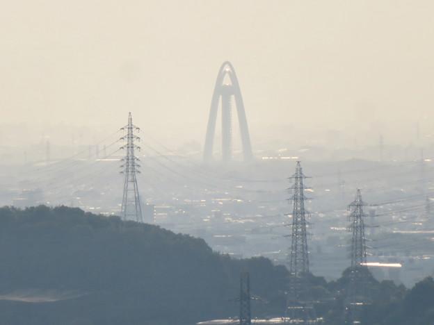 西高森山の山頂から見た景色 - 4:ツインアーチ138