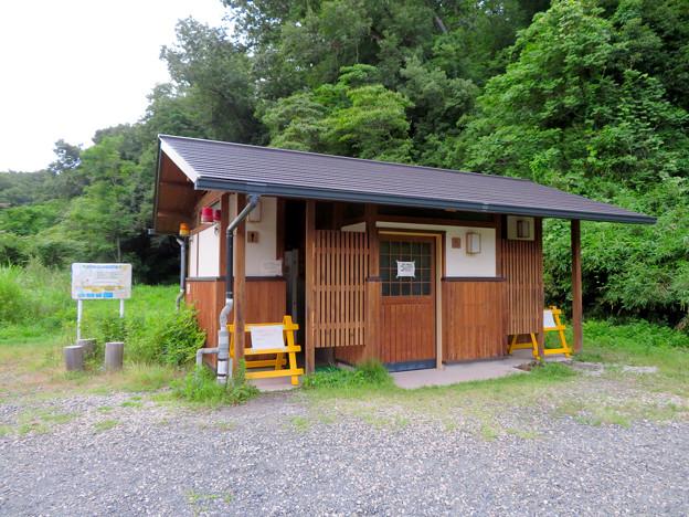 海上の森 - 122:1番入り口駐車スペースにあるトイレ