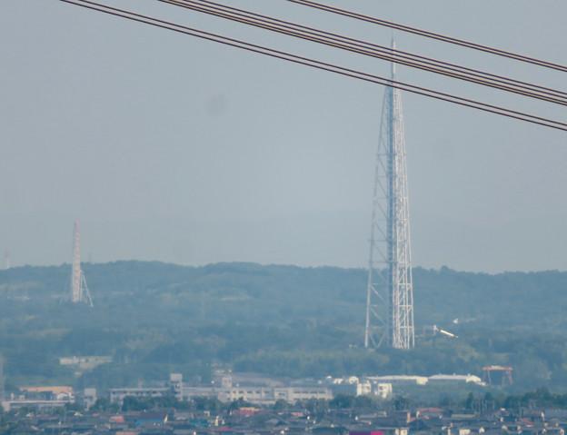 大谷山 - 23:岩山休憩所近くにある巨大な岩から見た瀬戸デジタルタワーと愛・地球博記念公園の観覧車