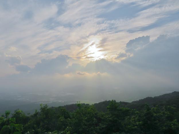曇っていて見通しが悪かった弥勒山山頂からの景色 - 1