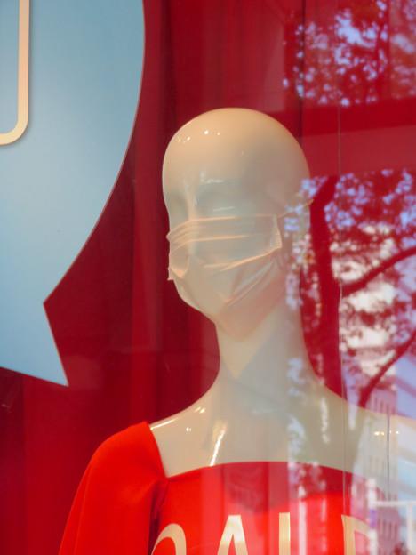 小さいナナちゃん人形マネキンもマスク着用中! - 2