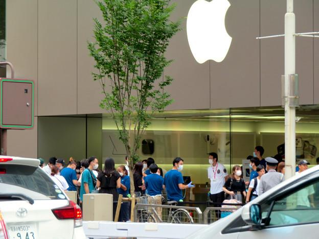 Appleストア名古屋栄:入店者数制限のため行われてる問診や検温等 - 2
