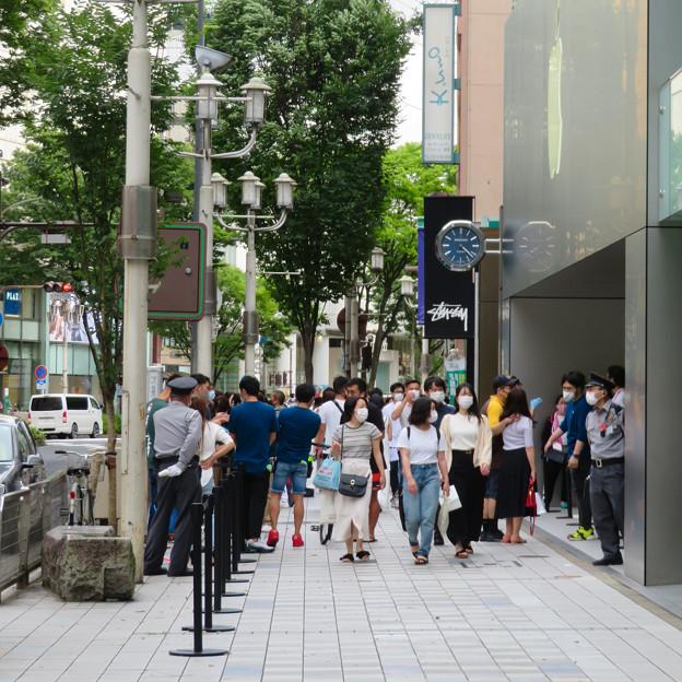 Appleストア名古屋栄:入店者数制限のため行われてる問診や検温等 - 6