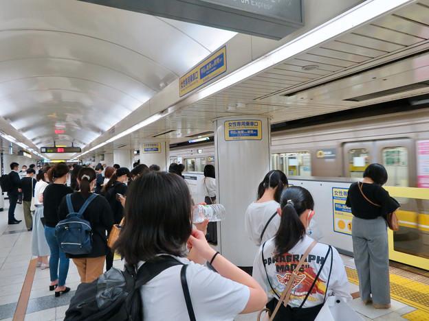 結構人が沢山いた名古屋駅東山線のホーム(2020年7月12日)