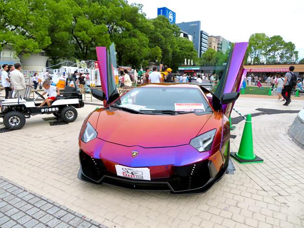 ミツコシマエヒロバスで行われていた「肉ニクまつり」 - 2:ガルウィングのスポーツカー
