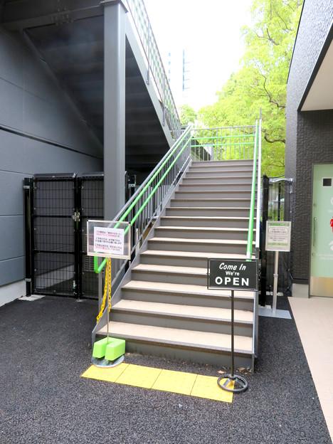 ミツコシマエヒロバス建物2階はレストランのBBQプラン専用席