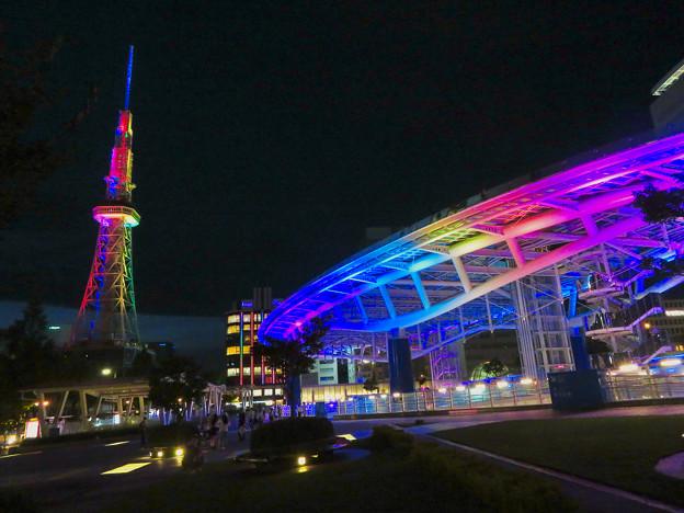 カラフルな名古屋テレビ塔とオアシス21のイルミネーション - 1
