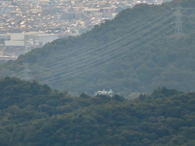 弥勒山山頂から見た景色 - 7:ギリギリ見えた明治村の建物
