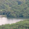 Photos: 弥勒山中伏の休憩所から見た築水池沿いの「築水の家」 - 1