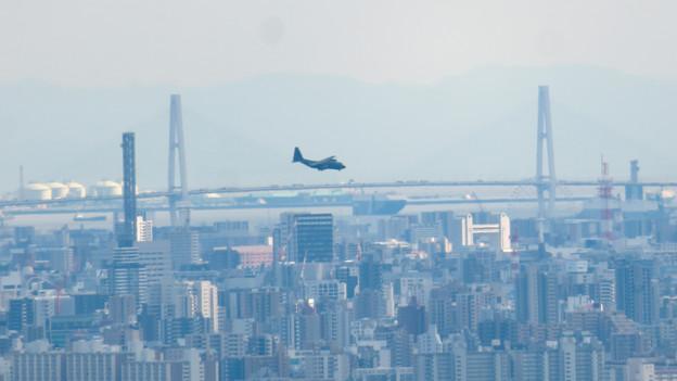 雨続きが開けて遠くまで見通せた尾張白山社からの景色 - 7:名港中央大橋と自衛隊の飛行機