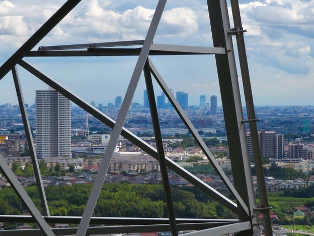尾張白山の鉄塔越しに見た景色 - 1:スカイステージ33と名駅ビル群